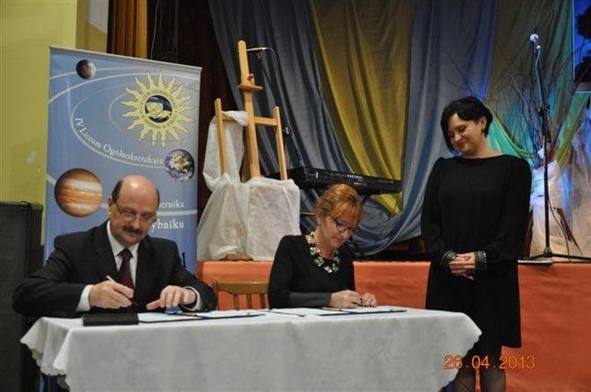 Umowę podpisali przedstawiciele uczelni oraz władz miasta