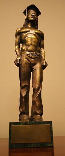 Statuetka, którą otrzymał prezydent