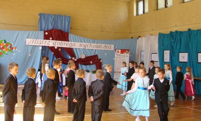Finał konkursu uświetliły występy taneczne uczniów