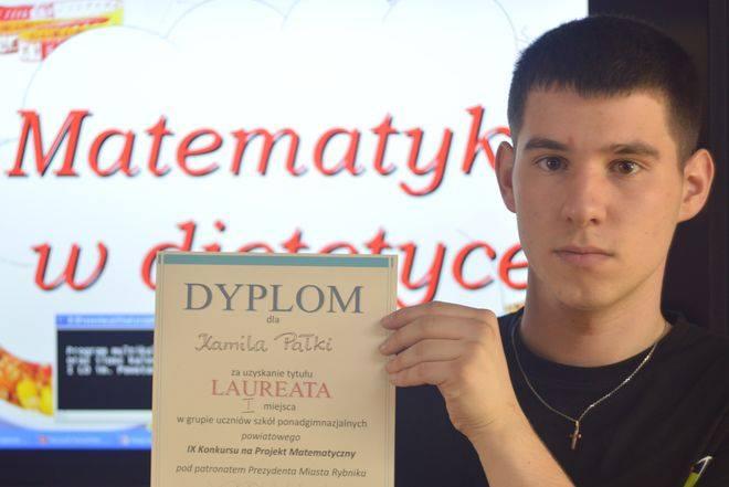 Laureat pierwszego miejsca, Kamil Pałka, stworzył program komputerowy, dzięki któremu można obliczyć zapotrzebowanie na energię organizmu w zależności od wieku, masy, aktywności.