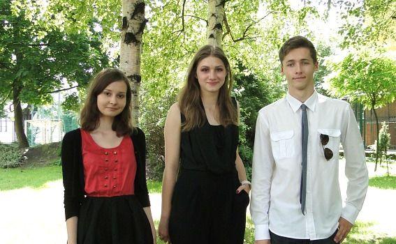 Finaliści konkursu translatorskiego: Magdalena Paszenda, Klaudia Mizia i Michał Błotko