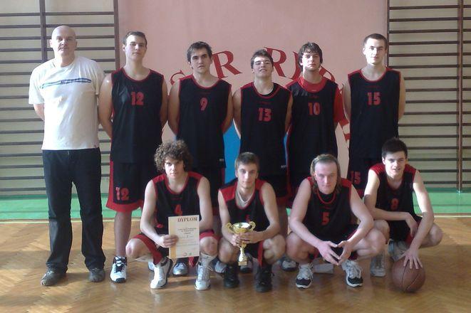 Koszykarze z I LO ponownie najlepsi w mieście
