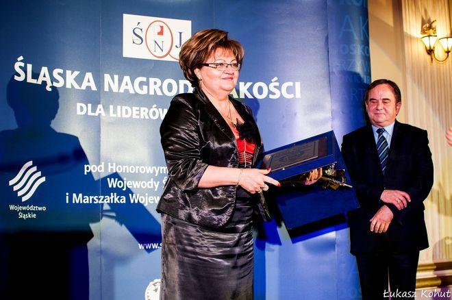 Nagrodę dla rybnickiego ZST odebrała dyrektor szkoły Grażyna Kohut