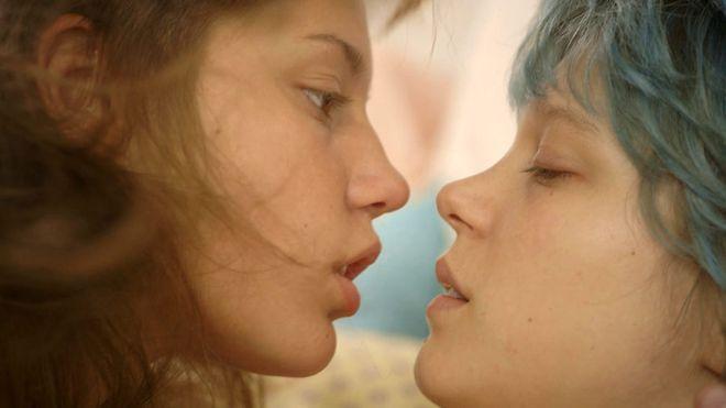"""Kadr z filmu """"Życie Adeli – Rozdział 1 i 2"""""""
