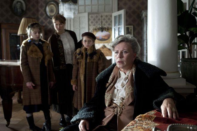 """Kadr z filmu """"Panie Dulskie"""""""