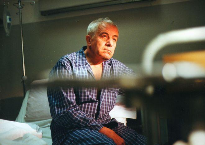 """Kadr z filmu """"Życie jako śmiertelna choroba przenoszona droga płciową""""."""
