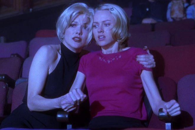 """Laura Harring i Naomi Watts w filmie """"Mulholland Drive"""""""