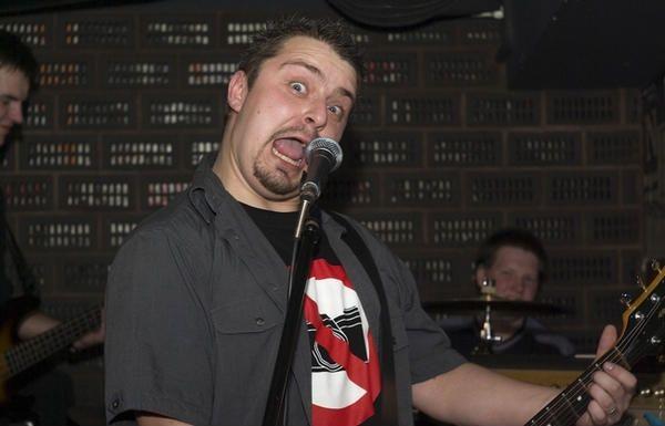 Arkadiusz Klimczak podczas wernisażu swoich prac w Kulturalnym Clubie