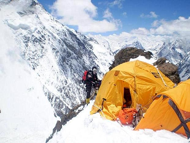 Janusz Gołąb podczas wyprawy na K2