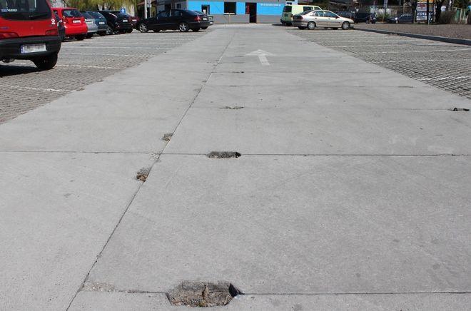 Drogi na parkingu przy ul. Hallera będą wyłożone takimi płytami