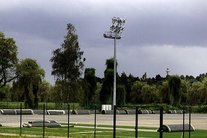 Taki widok boiska na Rudzie smuci licznych w Rybniku adeptów futbolu.