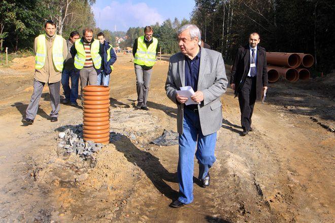 Październikowa wizytacja dróg prezydenta przyniosła efekty. Budowlańcy skończyli pracę wcześniej, czyli przed wyborami.