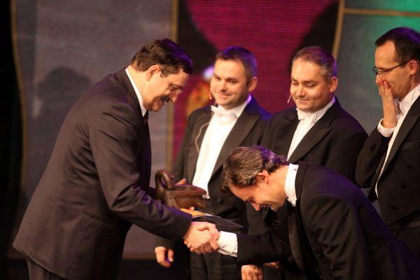 Złote Koryto Grupa MoCarta otrzymała z rąk prezesa Elektrowni Rybnik - Jerzego Chachuły.