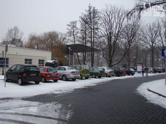 Prawdopodobnie za parking na Kampusie studenci zapłacą mniej, a pracownicy wcale