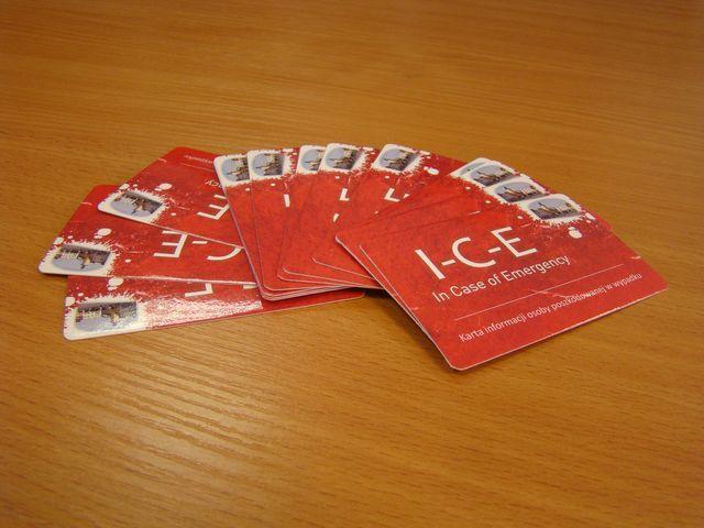 Karta I-C-E jest cennym źródłem informacji w razie wypadku