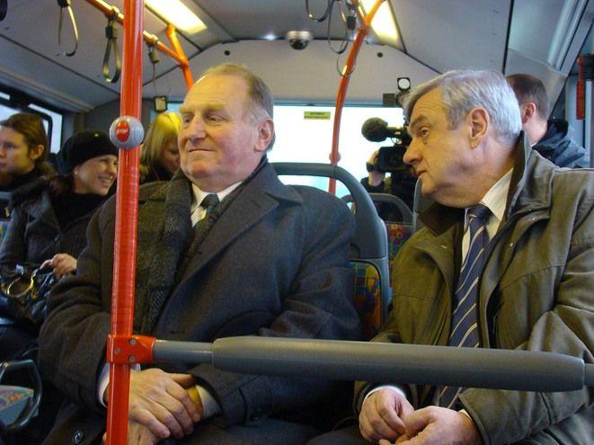 Antoni Mainczyk z Transgóru (z lewej) zapowiada jeszcze więcej kontroli trzeźwości kierowców autobusów
