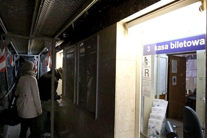 Aktualnie hol dworca PKP w Rybniku jest w remoncie. Czy jeśli zabraknie tu kas biletowych, podróżni będą korzystać z odnowionego dworca?