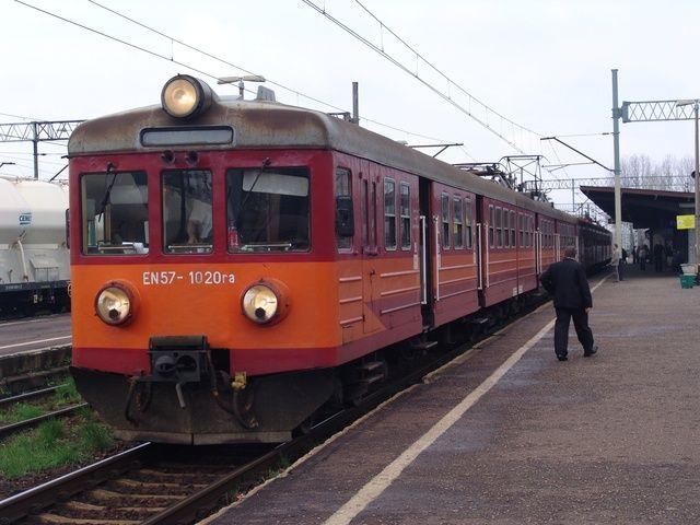 Gdyby przewoźnik zoptymalizował rozkład jazdy, realne jest skrócenie czasu przejazdu z Wodzisławia do Rybnika do 19 minut, z Wodzisławia do Chałupek nawet do 23 minut, a z Rybnika do Katowic do 55 minut