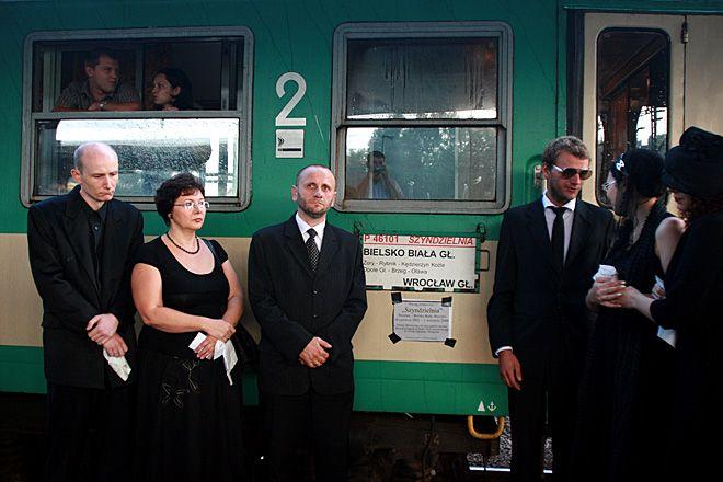 Symboliczny pogrzeb pociągu Szyndzielnia w 2009 roku. Teraz wraca w nowej odsłonie