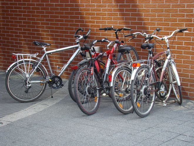 Zdaniem urzędników i służb miejskich na rowerach powinno poruszać się w miejscach do tego przeznaczonych