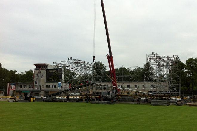 Tak wyglądała budowa sceny w piątek rano.