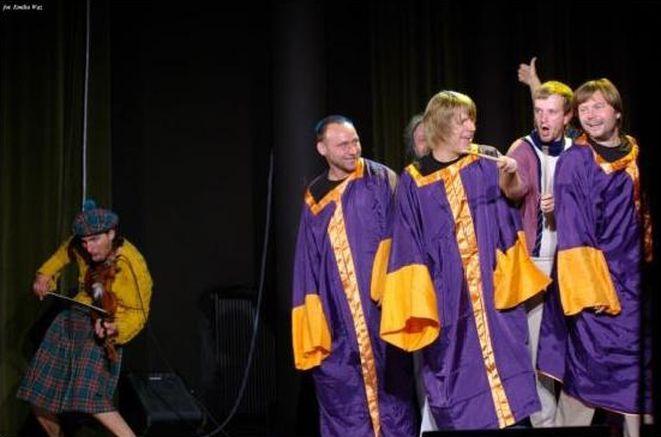 Zespół Carrantuohill i kabaret Łowcy. B podczas wspólnego występu.