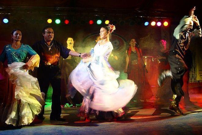 Zespół Don Vasyl & Cygańskie gwiazdy podczas występu.