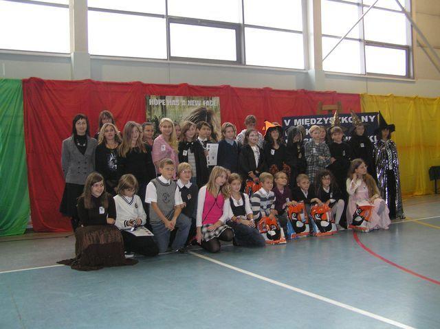 Uczestnicy V Międzyszkolnego Konkursu Polsko - Angielskiego Czytelniczo - Czarodziejskiego