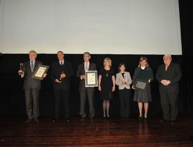 Odbiór nagród przez przedstawicieli wyróżnionych gmin