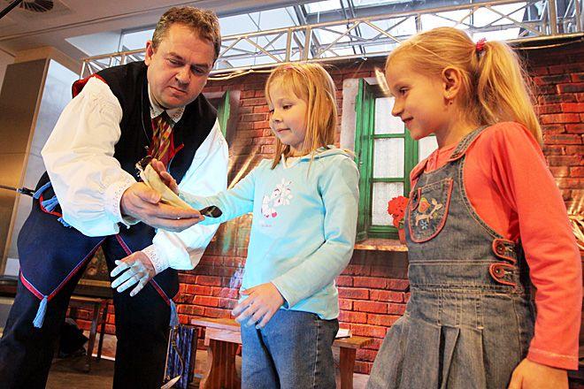 Jak uczyć się o Śląsku, to od najlepszych! Dzieci w towarzystwie Marka Szołtyska