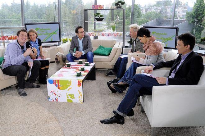 Od lewej: Adam Giza z koleżanką Lidią Piechotą, prowadzący Maciej Kurzajewski i jury w składzie - Robert Leszczyński, Kazimiera Szczuka, Cezary Molski