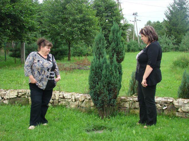 Grażyna Ryszka i Ilona Koczy z Niewiadomia nie wiedzą za co wybudują przyłącze kanalizacyjne.