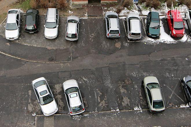 Samochody najbardziej zagrożone są na osiedlowych parkingach