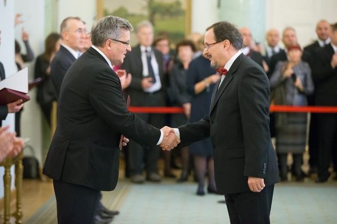 Jacek Niedziela-Meira odbiera nominację profesorską z rąk Prezydenta RP