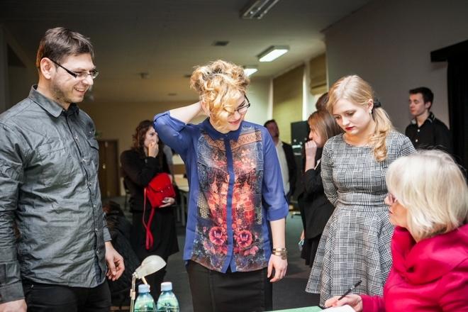 Eliminacje - na zdjęciu w środku Iza Kozacka, późniejsza półfinalistka The Voice of Poland
