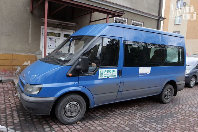 Stary i wysłużony bus wozi już podopiecznych WTZ nr 1 od 9 lat
