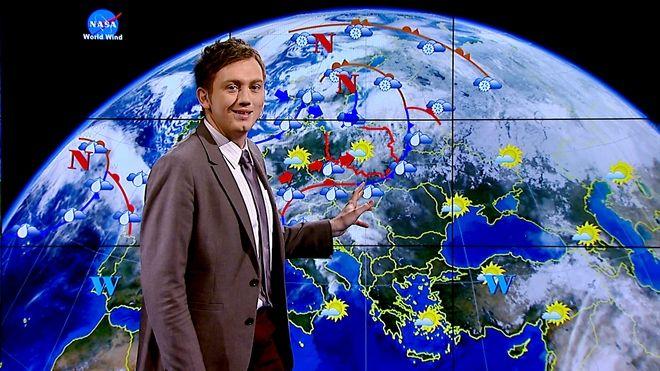 Adam Giza w roli ''pogodynka''