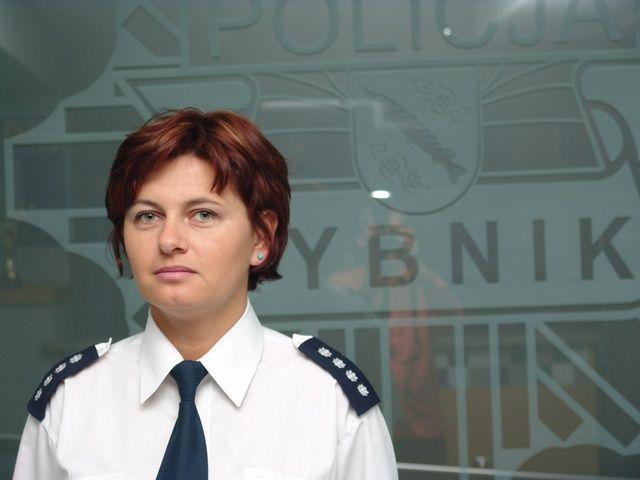 Najbardziej znaną policjantką rybnickiej komendy jest rzeczniczka prasowa - Aleksandra Nowara. Prócz niej w komendzie pracuje jeszcze 21 kobiet.
