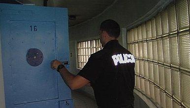 Na rozprawę przestępcy poczekają w areszcie