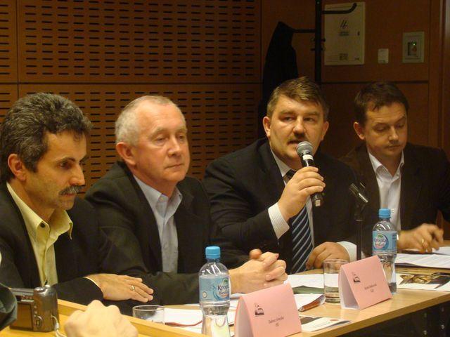 Drużyna polityków: Tadeusz Gruszka, Stefan Dąbkowski, Marian Ormaniec i Marek Krząkała