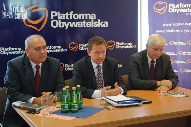 Spośród posłów naszego regionu najwyżej zostały ocenione biura Marka Krząkały (w środku), Ryszarda Zawadzkiego (z prawej) i Krzysztofa Gadowskiego (z lewej)