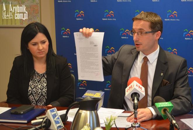 Piotr Kuczera prezentuje raport z przeprowadzonego audytu