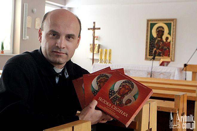 """""""Słodkie cegiełki"""" to jeden z pomysłów ks. Marka Bernackiego na zbieranie datków na budowę kościoła"""