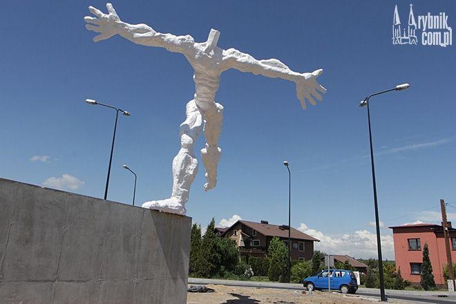 Rzeźba ''Ulotność'' stanęła na rondzie przy ul. Żorskiej
