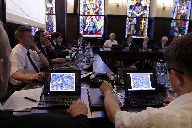 Radni zadebiutowali wczoraj na sesji z tabletami