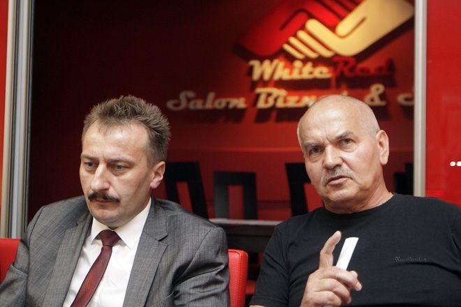 Krzysztof Mrozek (z lewej) będzie odpowiadał na pytania kibiców