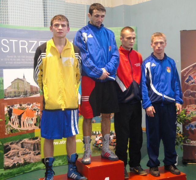 Mateusz Mazik (pierwszy z lewej) na podium Mistrzostw Polski