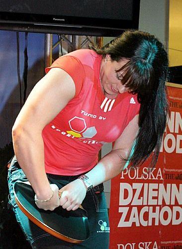 Aneta Florczyk zagięła żelazny dysk