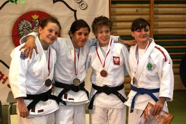 Agata Perenc (druga od lewej)