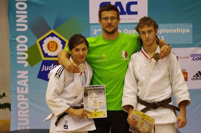 Od lewej: Agata Perenc, trener Artur Kejza i Adrian Wala